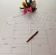 A beautifully simple, downloadable/printable weekly blog planner in black and…