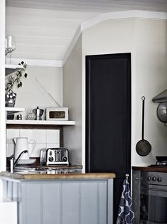 Modern Country Style: House Tour: Belgian Style Country Escape Click through for details. Modern Country Style, Blue Ceilings, Inviting Home, Beautiful Interior Design, Home Decor Inspiration, Kitchen Inspiration, Kitchen Styling, House Tours, Town House