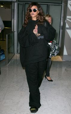 Rihanna kept a low profile under a baggy, all-black ensemble, not to mention oversized sunnies, at a Paris airport!