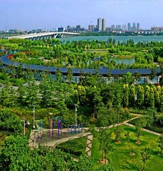 Wuxi is at the core of the Yangtze River Delta Region, the city borders Yangtze River to the north and the Taihu Lake to the south.