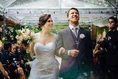 Um lindo casamento realizado em Curitiba, da Karen & Raul, com direito a cerimônia no jardim, surpresa do noivo e muita emoção! Inspirem-se!!