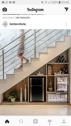 Modern Stair Railing, Staircase Railings, Modern Stairs, Staircase Design, Under Stairs Wine Cellar, Casa Park, Space Under Stairs, Apartment Painting, Home Wine Cellars