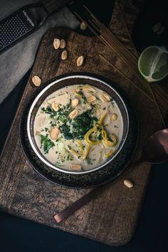 Rezept für eine super leckere 30 Minuten Erdnuss-Nudel-Suppe mit Pak Choi und Limette; schnell gemacht, gesund und sooo lecker !
