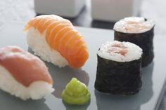 Découvrez cette recette de Sushis et makis de thon et saumon expliquée par nos chefs