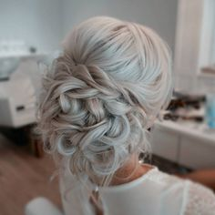 Romantic updo by Sarah at The Blowout Bar in Columbus, Ohio. … Romantische Hochsteckfrisur von Sarah in der Blowout Bar in Columbus, Ohio. Bride Hairstyles, Pretty Hairstyles, Vintage Hairstyles, Formal Hairstyles, Hairstyle Ideas, Curled Updo Hairstyles, Updo Curls, Work Hairstyles, Quick Hairstyles