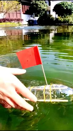 Make a boat that can sail on the water. This project was a hit at my house. Kids making their own toys. It's frugal and it keeps the kids busy when you most need it. Science Projects For Kids, Craft Activities For Kids, Science For Kids, Preschool Crafts, Crafts For Kids, Experiments Kids, Preschool Science, Water Crafts Kids, Diy Water Toys