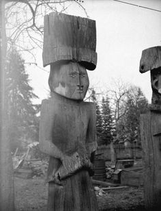 Cowichan NA totems. These totems are inside house posts, originally they would have stood inside the house and supported house beams. Tribal Community, Native American Tribes, Native Americans, Indigenous Art, Native Art, First Nations, Coat Of Arms, Pacific Northwest, North West