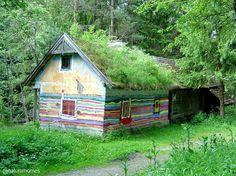 maison  Hundertwasser, Autriche. Cette maison est le fruit d'un peintre architecte, certainement inspiré par l'œuvre de Gaudi. hundertwasser