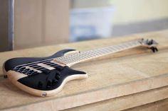 Mayones Bass