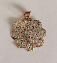 Flower shaped pendant in white and rose 18k gold. di Meljewelry1908 su Etsy