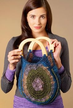 Textured Handbag. Designed by Double Stitch Twins. Free crochet pattern