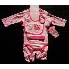 ensemble bébé fille 5 pièces  contenant : 1 body + 1 pyjama + 1 bavoir + 1 bonnet + 1 paires de gants