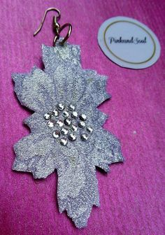 Leaf shaped handcut in silver damask textile pair di PinkandSoul, €8.00