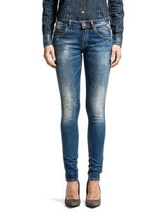 Jeans Yasmeen Diese Röhre von Replay sollte in keinem gut sortierten  Kleiderschrank fehlen. Die schmal