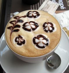 latte art  /Provenance unknown.  Not uploaded by this pinner.  Image may be subject to copyright./