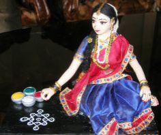 designing Rangoli Ganpati Decoration Design, Homemade Dolls, Wedding Doll, Indian Costumes, Indian Dolls, India Culture, Girls Together, Pop Design, Art N Craft