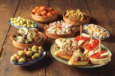 Tapas fit with everyone taste. There is huge variety of diferents tapas . you will find tapas that you love for sure! Menu Tapas, Restaurant Tapas, Tapas Food, Tapas Buffet, Tapas Dinner, Spanish Cuisine, Spanish Food, Spanish Menu, Spanish Style
