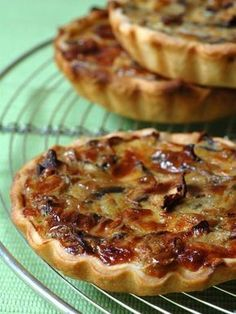 Tarte aux champignons et chèvre frais - Recette de cuisine Marmiton : une recette by millicent Quiches, Omelettes, Tart Recipes, Cooking Recipes, Fingers Food, Cheese Tarts, Goat Cheese, Salty Foods, Cooking Time