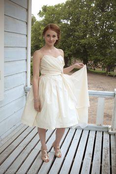 Wedding dress ERIN made by I Love dresses, picture: Dorit Salutskij, model: Emilia http://forthosewholovedresses.wordpress.com/2012/08/26/second-wife-erin/
