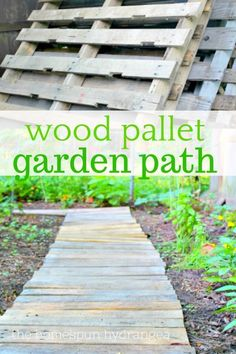 Easy Upcycled DIY Wood Pallet Garden Walkway - The Homespun Hydrangea Easy Upcycled DIY Wood Pallet Garden Walkway tutorial! Make your own garden path using wood pallets, which not only keep weeds at bay but make navigating the garden easier! Garden Arbor, Diy Garden, Wooden Garden, Garden Boxes, Garden Paths, Garden Projects, Ferns Garden, Garden Crafts, Pallets Garden