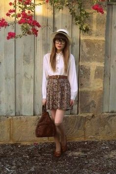 Fall indie fashion- short sleeved version of that shirt with a sweater instead and minus the glasses and hat Outfits Otoño, Indie Outfits, Fall Outfits, Fashion Outfits, Trendy Outfits, Indie Fashion, Hipster Fashion, Teen Fashion, Fashion 2018