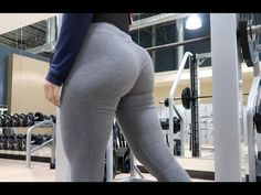 MY BOOTY IS GROWING | SMITH MACHINE GLUTE WORKOUT | VLOGMAS DAY 5 - YouTube