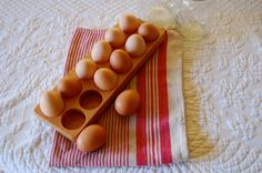 Wood egg crate, holds a dozen eggs. This crate is a great way to display hard boiled eggs for brunches but mostly it is perfect for storing eggs!