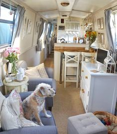 I love this narrowboat interior by Aimee, she's captured the cosiness of a cottage on her boat. There are definitely some ideas I would use on our boat. Again, the painted interior adds light. Canal Boat Interior, Barge Boat, Narrowboat Interiors, House Boat Interiors, Houseboat Living, Boat Building Plans, Boat Plans, Floating House, Tiny House Living