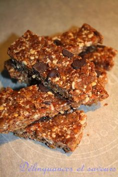 Barres d'énergie aux Dattes, Coco, Noix de Cajou et Chocolat Energy Snacks, Energy Bites, Good Healthy Snacks, Healthy Meals For Kids, Barre Energie, Paleo Recipes, Baking Recipes, Patisserie Vegan, Granola Bars