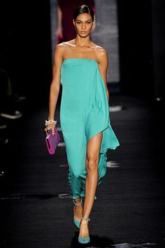Beautifully bold COLOR combo. Delicious fabric. Simply STUNNER. Diane Von Furstenberg Fall 2012. NYFW. Follow Me @GiselleUgarte