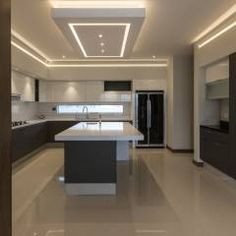 Designing a modern kitchen area? Be influenced by this selection of contemporary kitchen areas to choose the very best coatings, products and accessories for your new room House Ceiling Design, Ceiling Design Living Room, Kitchen Room Design, Luxury Kitchen Design, Home Decor Kitchen, Modern House Design, Interior Design Kitchen, Decorating Kitchen, Modern Ceiling Design