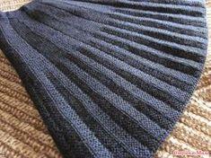 Всем ДОБРОГО ДНЯ! Связала внучке юбку, а показать и забыла. Хотела сделать фотографии на ней, но сколько ни пыталась, не получилось - юбка темная, всё сливается. Crochet Skirts, Knit Skirt, Knitting Stiches, Baby Knitting, Knit Or Crochet, Filet Crochet, Knitting Designs, Knitting Patterns, Knit Mittens