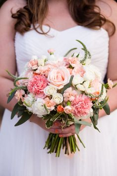 #wedding #peach #bouquet #outdoorwedding