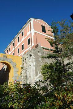 Ventimiglia (IM), Porta Nizza e Convento delle Suore dell'Orto