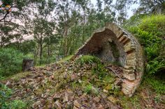 The Newnes Ruins Walk is an amazing walk if you love your abandoned building/old broken down ruins. It is like visiting the set of an Indiana Jones movie. Mountain Photography, Indiana Jones, Blue Mountain, Abandoned Buildings, Garden Bridge, Places To See, Road Trip, Walking, Outdoor Structures