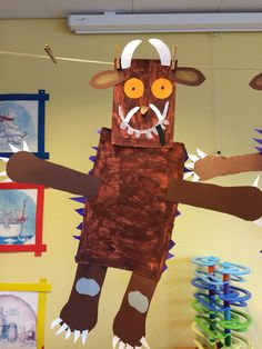 Bastelarbeit im Kindergarten Gruffalo Activities, Activities For Kids, Art For Kids, Crafts For Kids, Book Day Costumes, Bee Creative, The Gruffalo, Homemade Birthday Cards, Toddler Fun