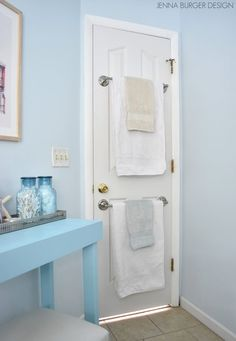 21 Cheap Ways To Make Your Bathroom Feel Like A Freakin' Palace Makes me cringe every time. Learn how to hang a towel bar on the back of the door here. Get a towel Bathroom Wall Shelves, Towel Rack Bathroom, Small Bathroom Storage, Bathroom Doors, Bath Towels, Master Bathroom, Bathroom Vanities, Kitchen Towels, Bathroom Hacks