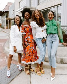 Black girl magic girl gang squad goals black women friends squad Influencing in Color Black Girls Rock, Black Girl Magic, Black Girl Swag, Black Girl Aesthetic, Street Style 2018, Black Women Fashion, Black Fashion Bloggers, Chanel, Squad Goals