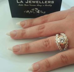 Pretty Gold Diamond Ring