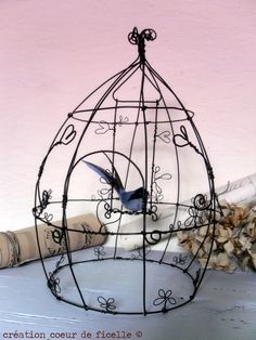 Sculptures Sur Fil, Barbed Wire Art, Art Fil, Stationery Craft, Wire Wrapping Crystals, Metal Hangers, Iron Art, Bird Cages, Wire Crafts