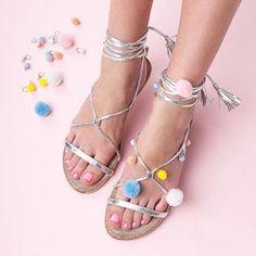 Hot or not? Sandały z pomponami to must have sezonu! ❤️#wwwcervandonepl #cervandone #cervandonepl #sandals #sandalseason #sandalswithpompoms #pompones #silver #pink #fashion #shoes #shopping #shoponline #weekend #style #styleinspiration