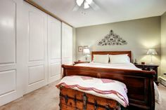 Calm, classic bedroom.