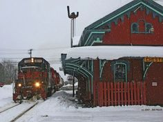 Vermont - this reminds me of train trips I took as a child.the old railroad stations are wonderful! There's nothing like a train trip! By Train, Train Tracks, Train Rides, Train Trip, Le Vermont, Vermont Winter, Bonde, Old Trains, Green Mountain