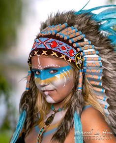 """My lovely nice. """"American Native"""" ❤️ Airbrush and pencil & brush Facepaintin. Native American Makeup, Native American Face Paint, Native American Headdress, Native American Girls, American Indians, Make Carnaval, Tribal Makeup, Festival Makeup Glitter, Indian Costumes"""