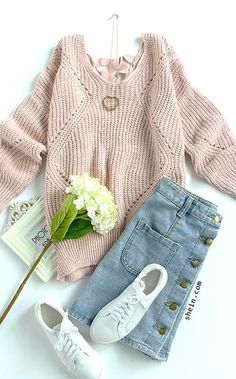 Warm fall style-Pink Geometric hollow knit sweater outfit.