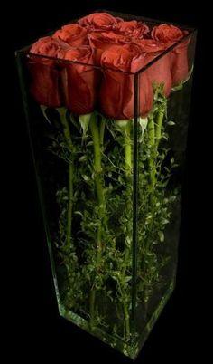 Modern roses - Ovando Floral and Event Design by susie - Deko - Arranjos Arrangements Ikebana, Modern Flower Arrangements, Wedding Table Centerpieces, Floral Centerpieces, Tall Centerpiece, Table Wedding, Centrepieces, Deco Floral, Floral Design