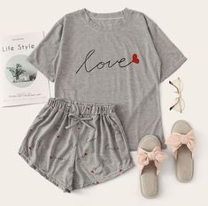 Cute Lazy Outfits, Teenage Girl Outfits, Girls Fashion Clothes, Teenager Outfits, Teen Fashion Outfits, Cool Outfits, Cute Pajama Sets, Cute Pjs, Cute Pajamas
