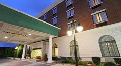 Hampton Inn & Suties By Hilton - Rockville Centre Rockville Centre Located less than 1 mile from the Rockville Centre train station and less than 10 miles from JFK International Airport, Hampton Inn & Suites By Hilton - Rockville Centre offers free Wi-Fi and a business center.