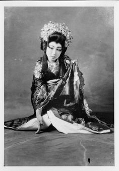 Sayoko Sakumura portraying Princess Yayogaki Hime in a Kabuki play.