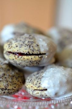 Poppy seed cookies with blackberry jelly filling - Recipes Foods Xmas Cookies, Cake Cookies, Poppy Seed Cookies, Baking Recipes, Dessert Recipes, Sweet Bakery, Food Decoration, Food Blogs, Christmas Baking